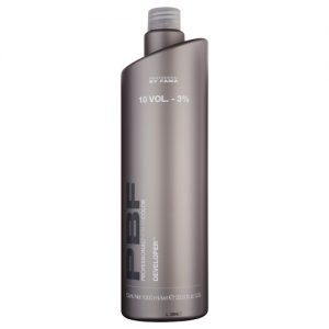 Developer Professional By Fama è un'acqua ossigenata in emulsione cremosa. Disponibile in 5 formulazioni (5, 10, 20, 30 e 40 volumi). Flacone 1000 ml – 160 ml