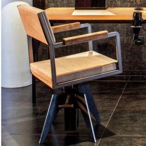 Harlem poltrona Beauty Star modello sfoderabile in ferro nero verniciato con braccioli in legno, base in ferro con pompa a gas.